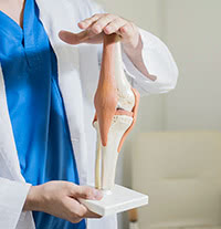 全身の健康を支える基盤であるひざ関節の治療を突き詰め、皆さまがいつまでも健康的で楽しい人生を送れるよう応援します。